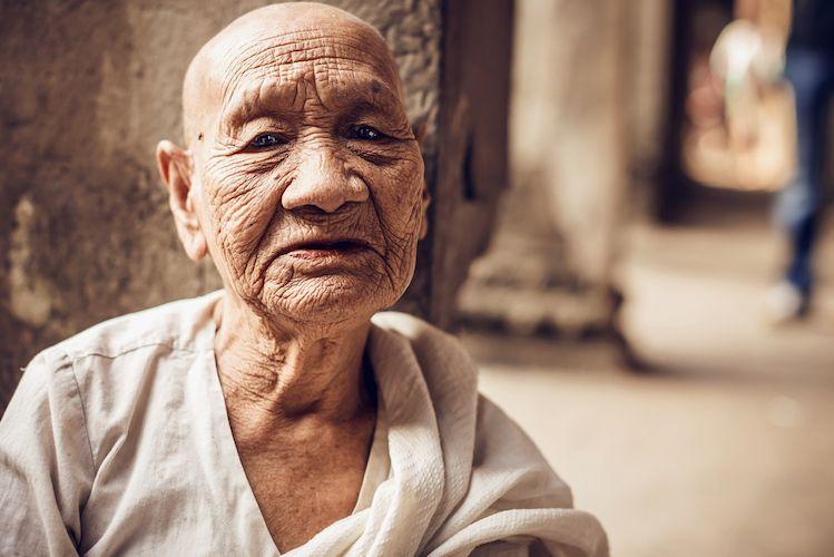 Un Moine Bouddhiste Nous Revele La Veritable Signification Des Miracles Dans La Vie Esprit Spiritualite Metaphysiques Bouddhiste Moine Bouddhiste Spiritualite