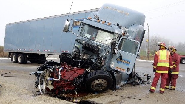 Deadly Semi Truck Crashes Semi Truck Accidents Due To Distracted