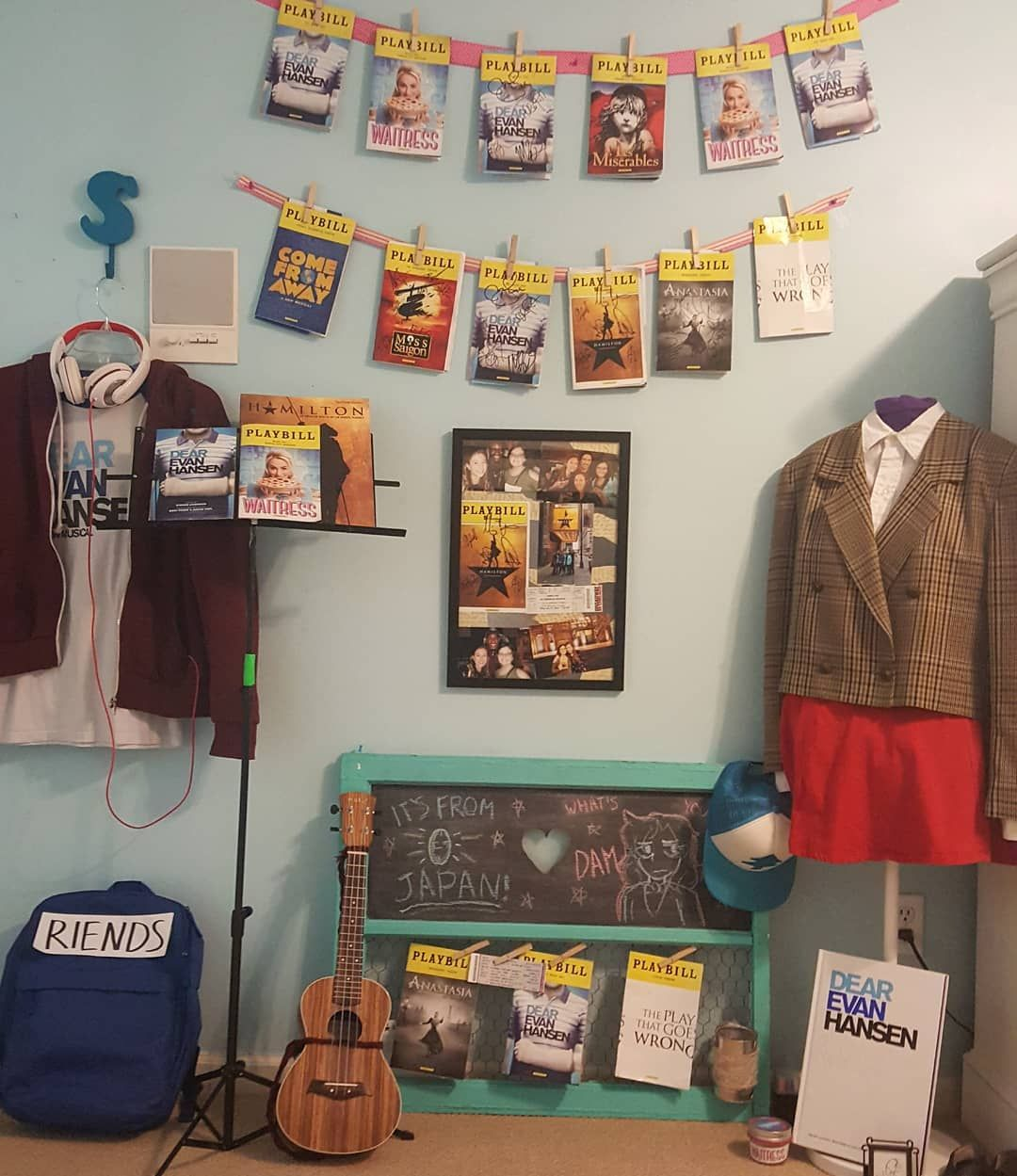 This,,,, this is beauty Broadway themed room, Theater