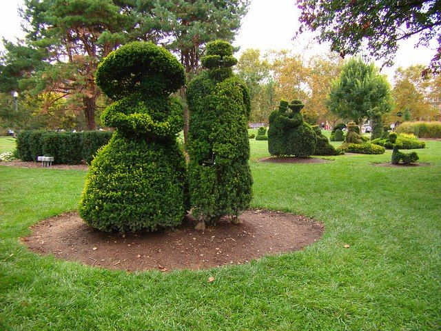 This Is Topiary Park Located In Downtown Columbus Ohio Visit The Erney Brothers Site At Www Erneybros Com Or Cal Tourist Sites Public Garden Outdoor Gardens