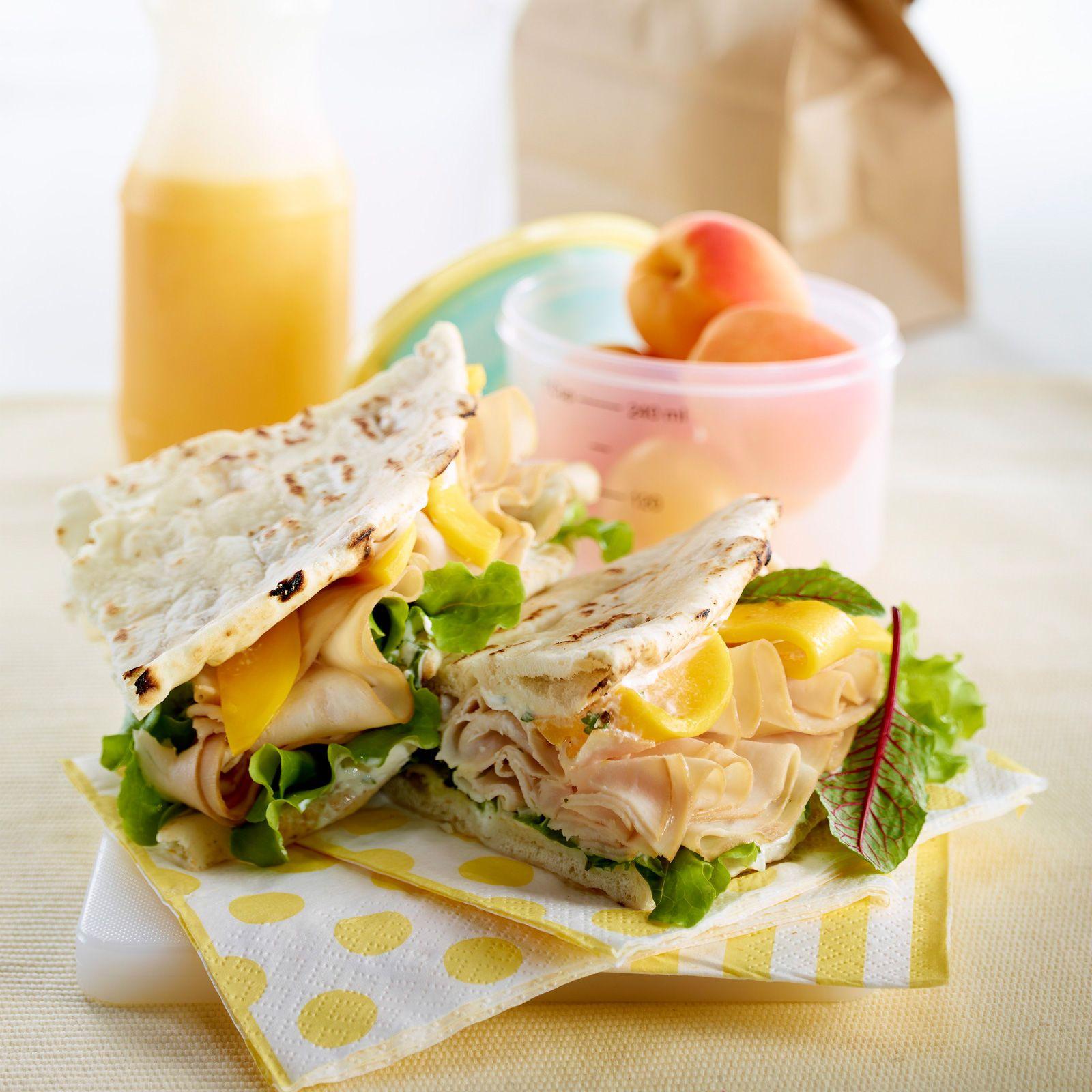sandwich original de dinde mangue et feuilles de betterave recette cuisine fast food snacking. Black Bedroom Furniture Sets. Home Design Ideas