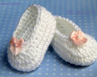 PDF Crochet Pattern - Crochet Baby Slippers - White with Red Bows, Size Newborn, 3M, 6M