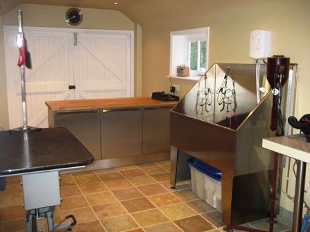 Grooming room for dogs dog grooming pinterest dog for Grooming shop floor plans