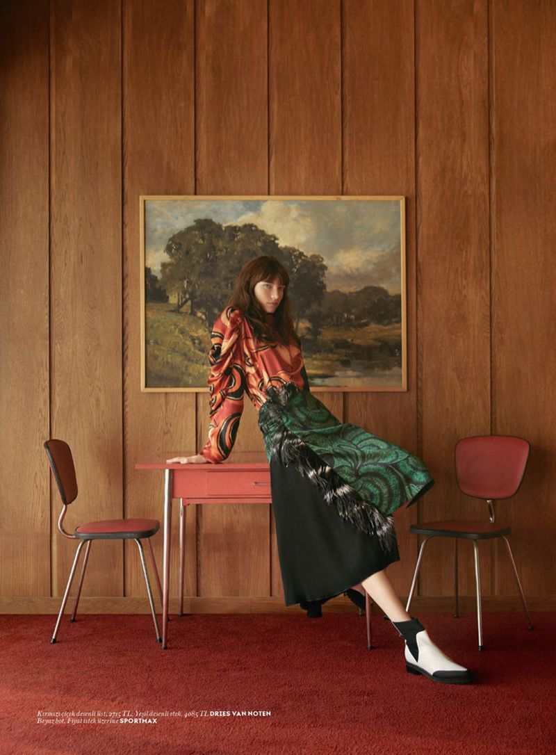 Grace Hartzel Wears Modern Retro Styles For Vogue Turkey Floral Fashion Editorial Modern Photoshoot Fashion Photography Inspiration