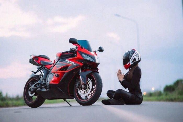 Kawasaki ninja и сексуальная девушка