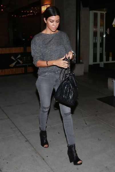 Kourtney Kardashian Photos - Kourtney Kardashian Goes out for Dinner in Beverly Hills - Zimbio