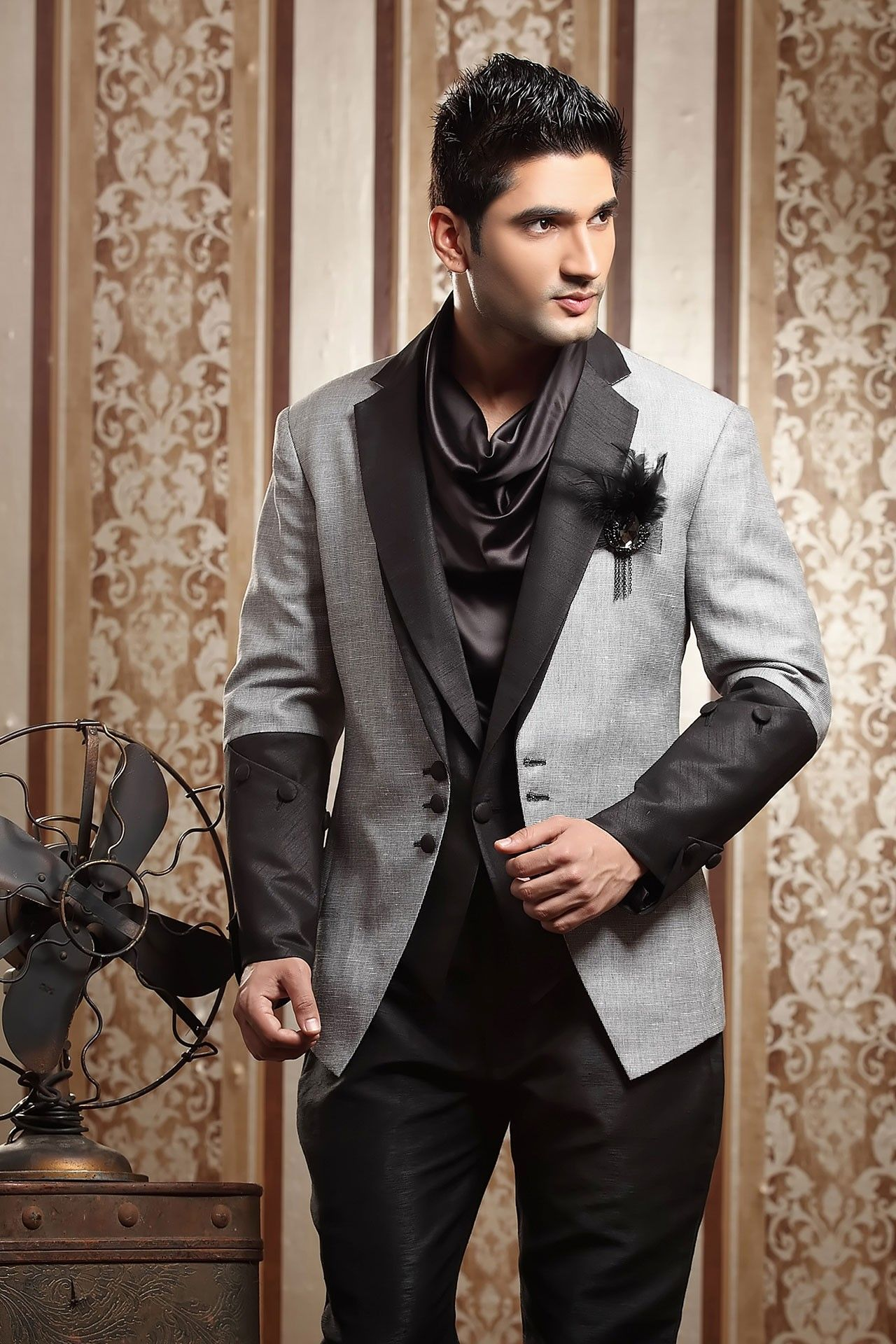 Buy designer suits for men online to look stylish ...
