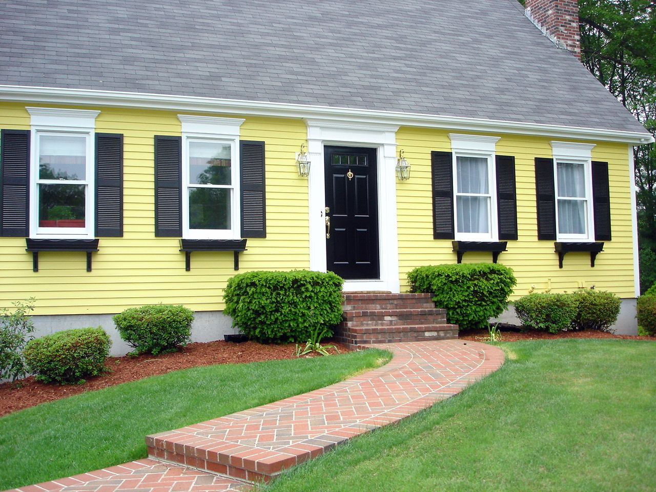 Yellow exterior paint scheme home decorating pinterest for Best yellow exterior paint color