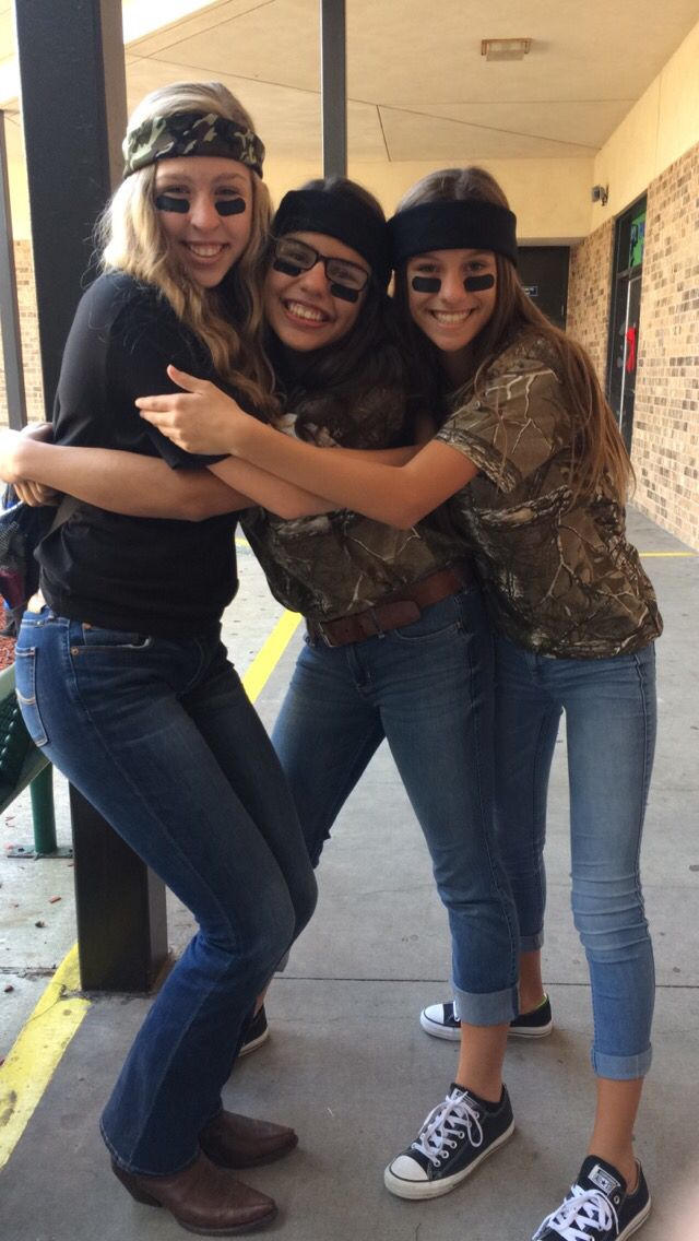 friends on camo day Spirit week outfits,