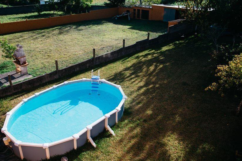 Swimmingpool Im Eigenen Garten In 2020 Oberirdische Pools Pool Im Garten Pool Uber Dem Boden