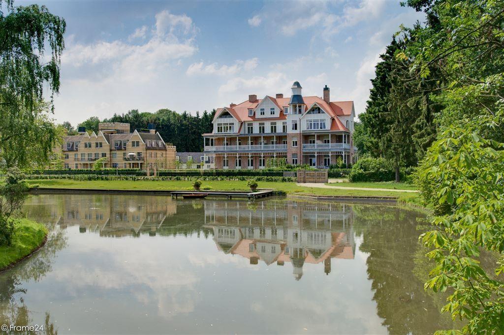 De renovatie van de iepenburg in schoten nam villabouw sels voor