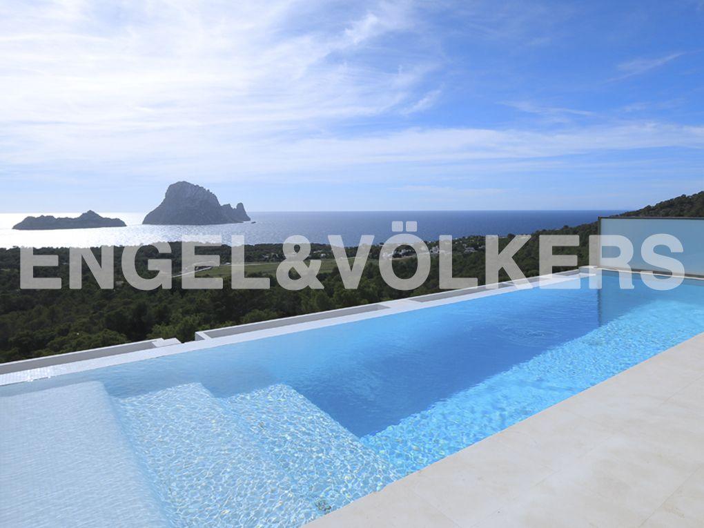 NEUE IMMOBILIE DER WOCHE: Modernes Reihenendhaus mit Blick auf Es Vedrá - #Ibiza