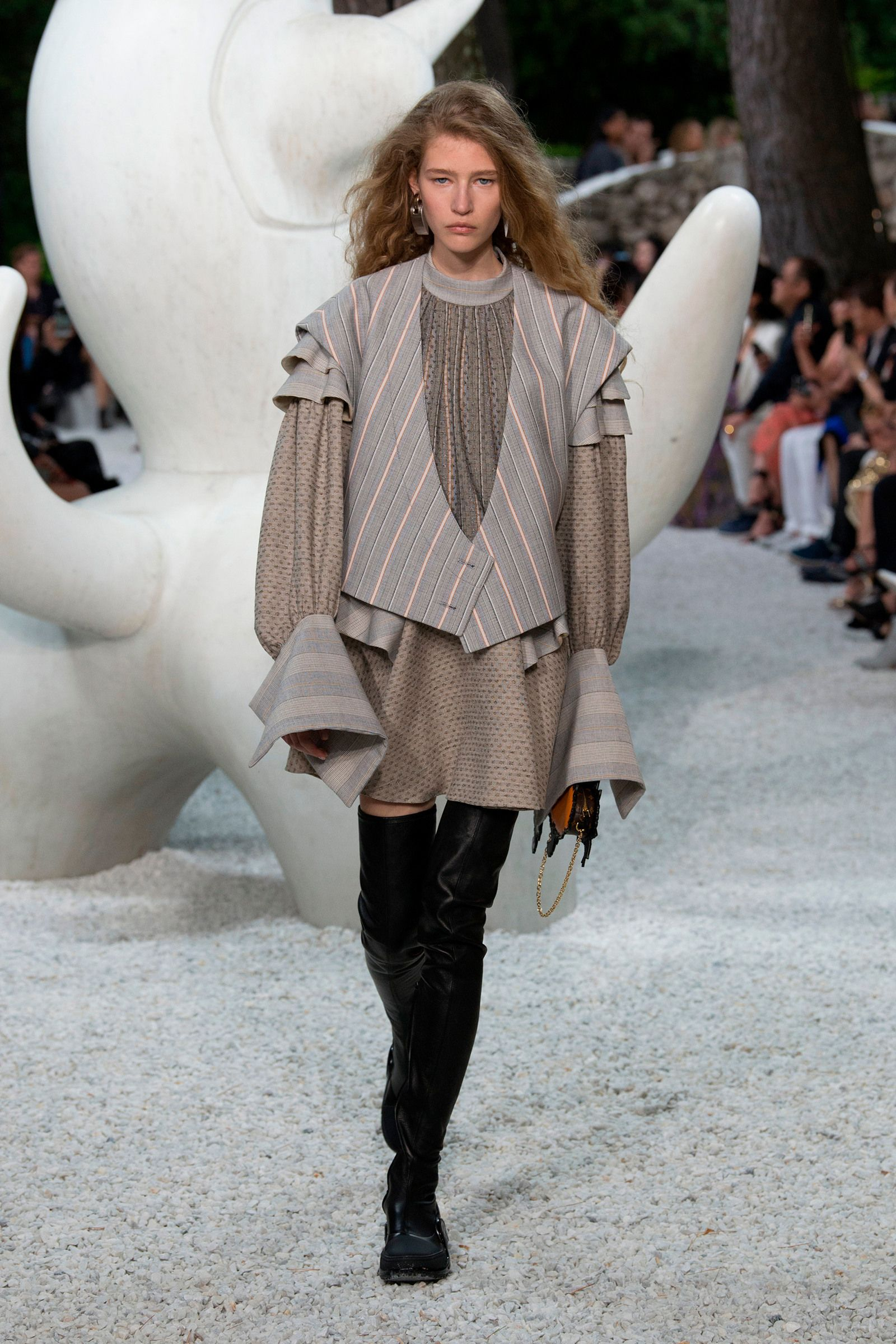 1053d96aaf A look from the Louis Vuitton Cruise 2019 Collection | Promspiration ...