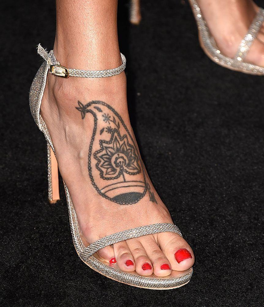 eiza gonzalez nude feet