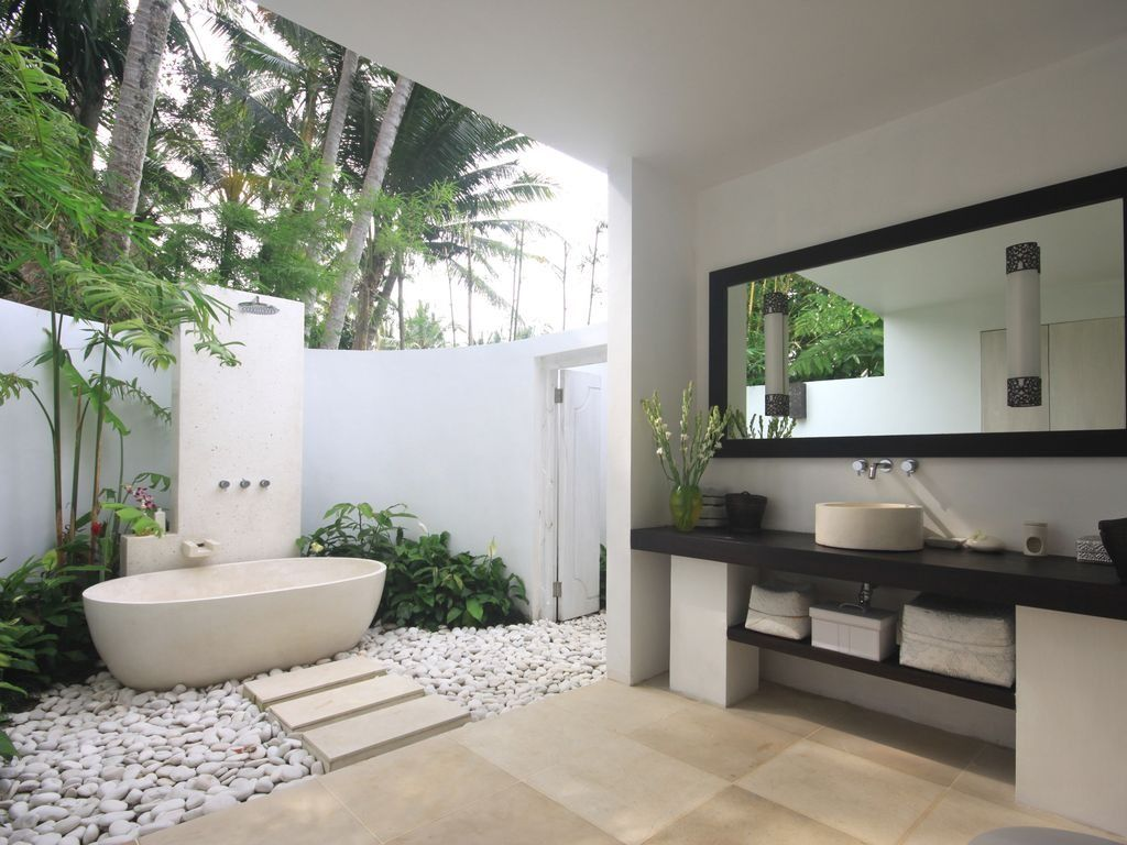 Stunning outdoor shower and tub in this luxury Bali vacation rental ...