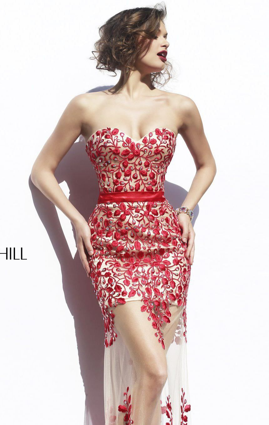 Look Sensational And Romantic In Sherri Hill 1935 This Exciting Cocktail Dress Features A Strapless Sweetheart Neckline With Mid Back De Vechernie Platya Platya [ 1360 x 860 Pixel ]