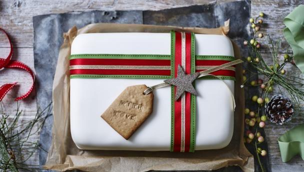 Christmas cake present recipe fruit cakes marzipan and cake food bbc food recipes christmas forumfinder Gallery