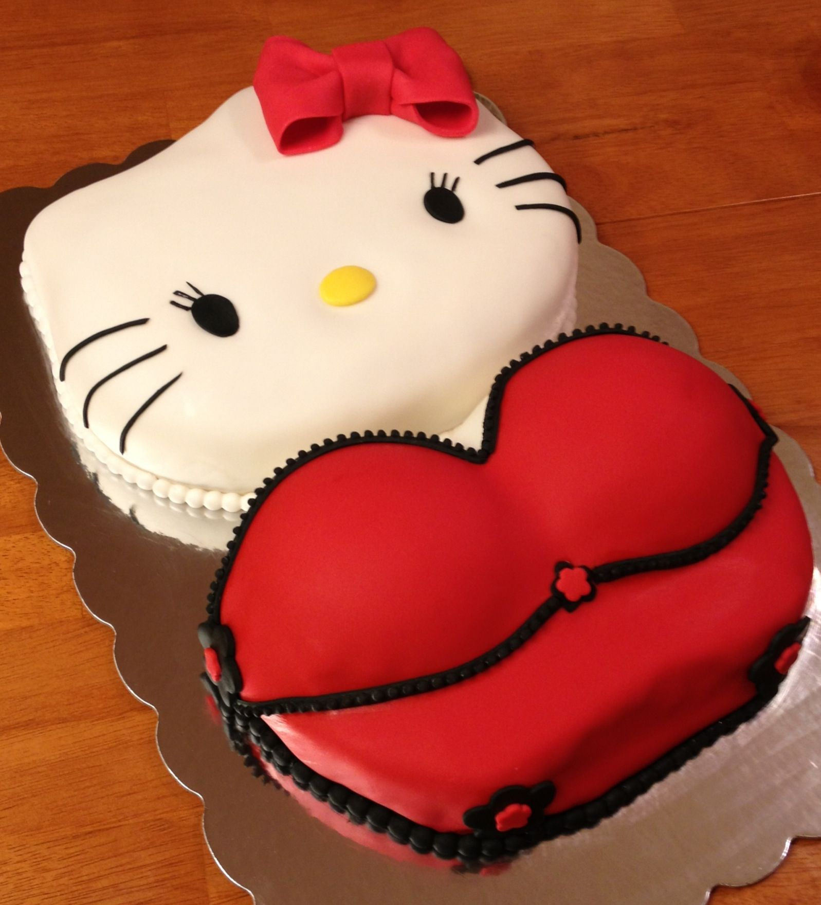 Y Hello Kitty Birthday Cake