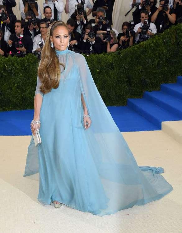Jennifer Lopezs Best Red Carpet Moments | MiNDFOOD | Style