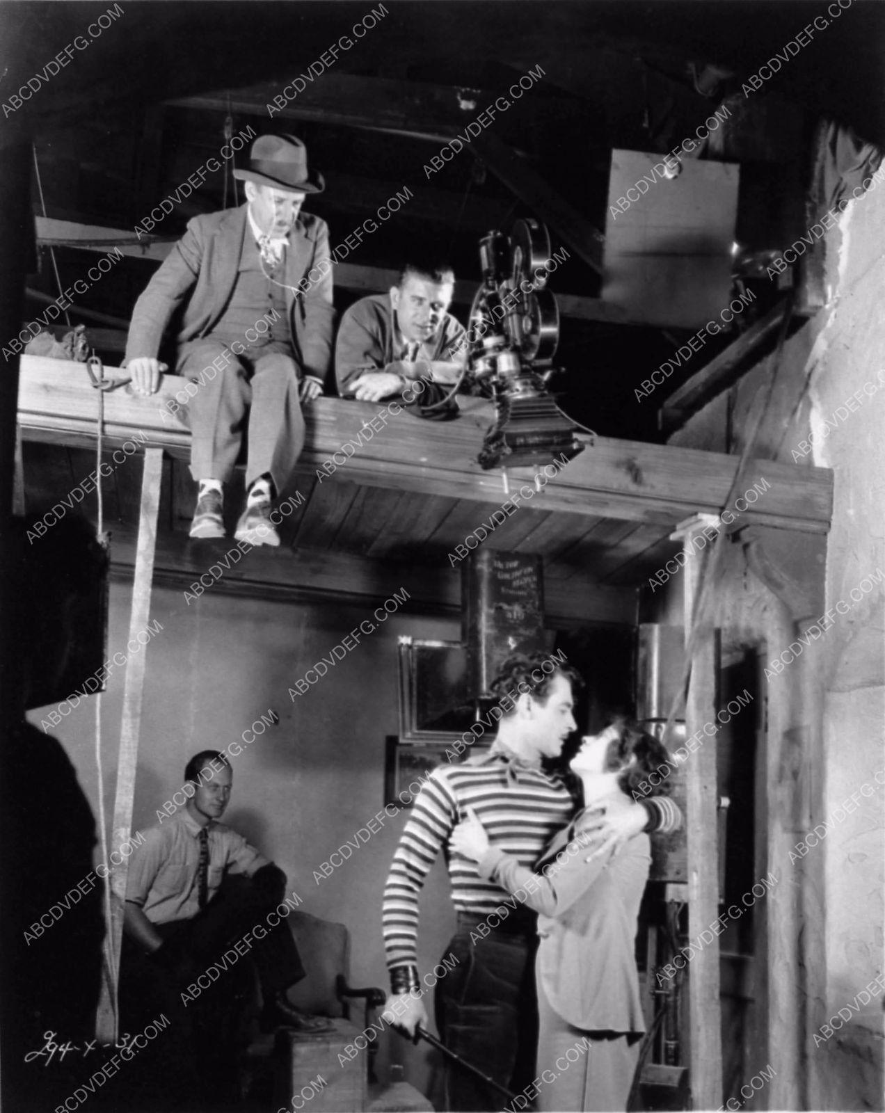 Photo Tod Browning Directing John Gilbert Renee Adoree Behind The - 14 behind scenes photographs