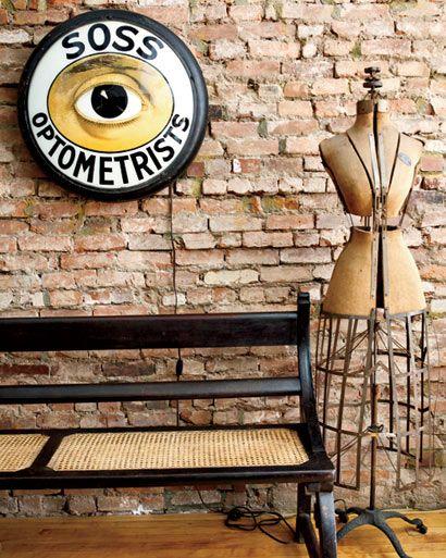 Paredes de ladrillo, suelos de madera, el hierro y la madera como - decoracion con madera en paredes
