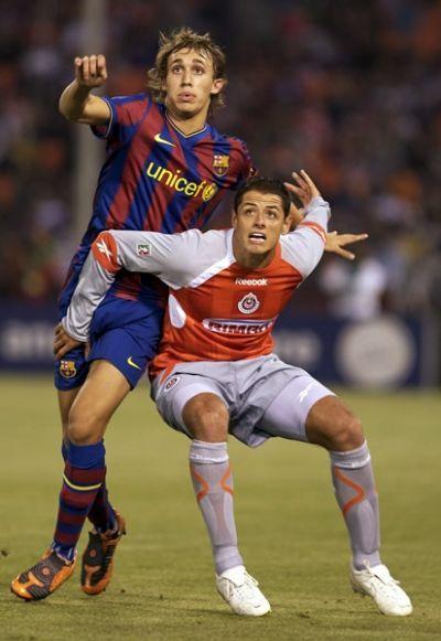 "Marc Muniesa (FC Barcelona, 2009–2013, 2 apps, 0 goals) and ""Chicharito"" Javier Hernández (CD Guadalajara, 2006–2010, 64 apps, 26 goals)"