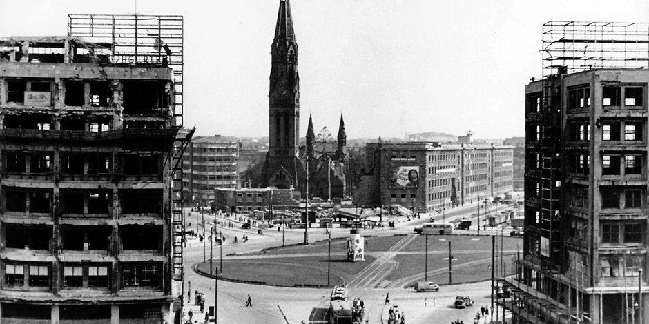 Berlin In Historischen Aufnahmen Wie Georgenkirche Und Minolhaus Vom Alex Verschwanden Berlin Berlin Geschichte Berlin Alexanderplatz