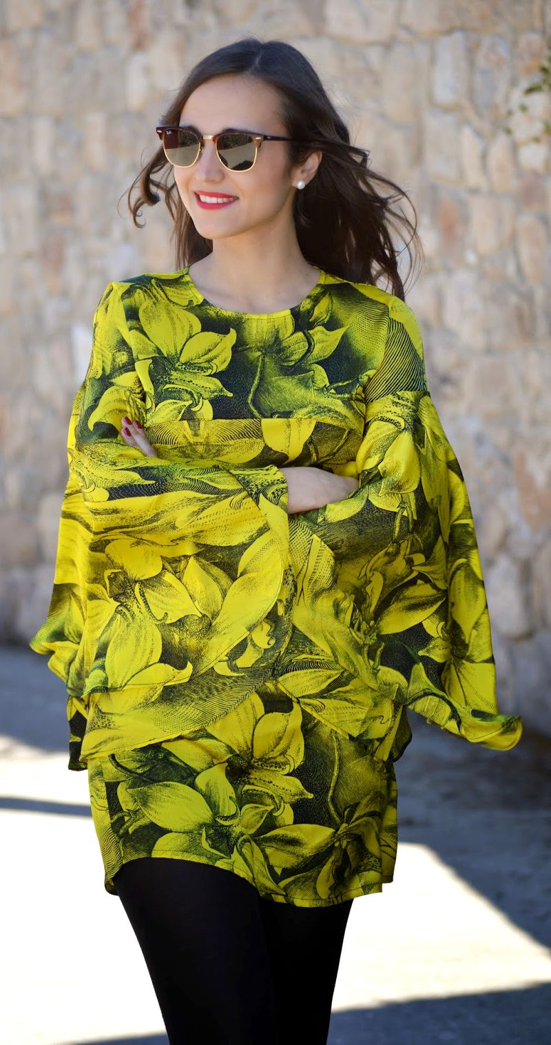 Bright as sunshine, smile like sunflower! show me your recklessly love and flowy grace elements in this light-hearted fancy dress!