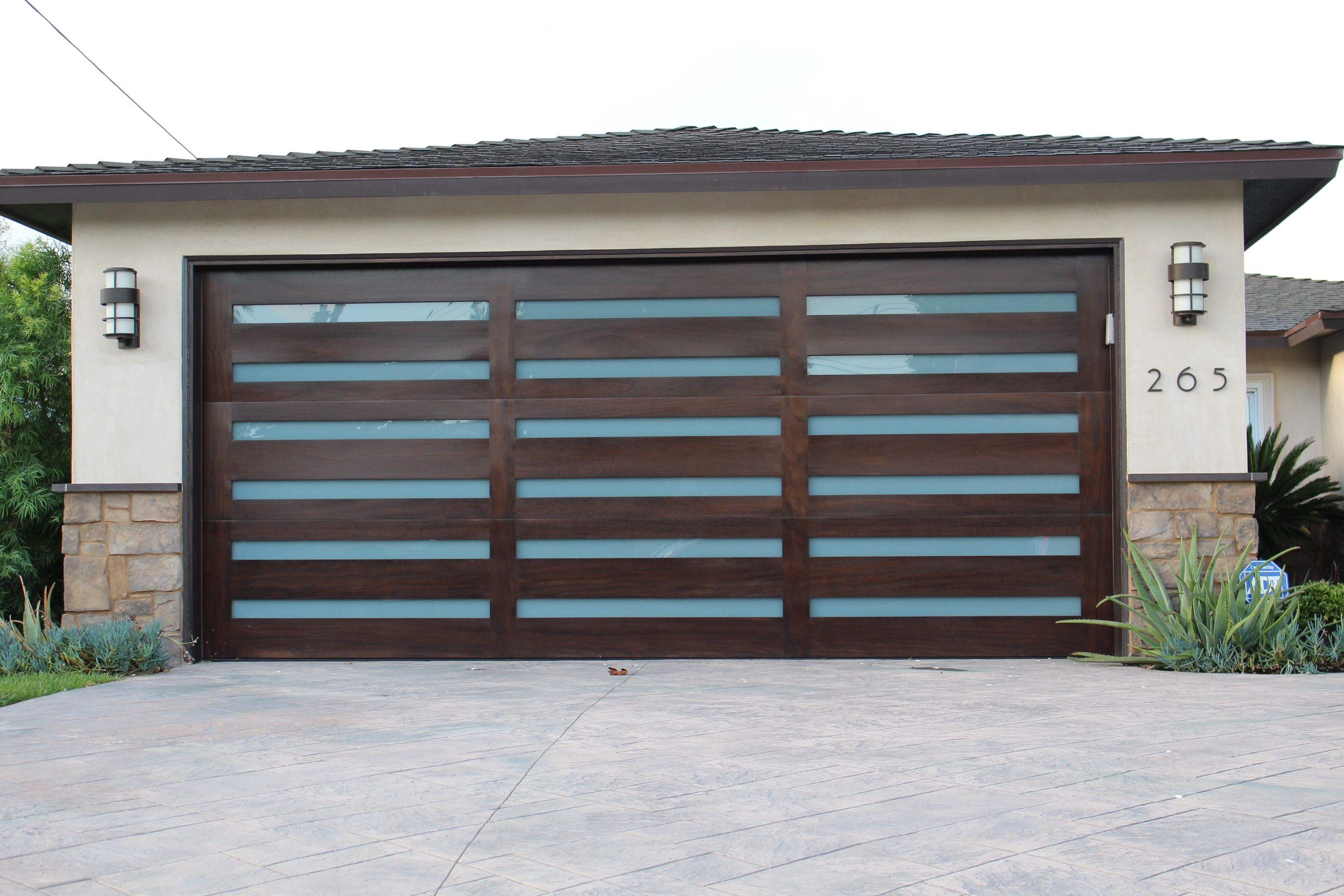 Trendy Modern Architecture On This Custom Door In Tustin Is Brought To Life By The Exquisite M Garage Door Design Contemporary Garage Doors Modern Garage Doors