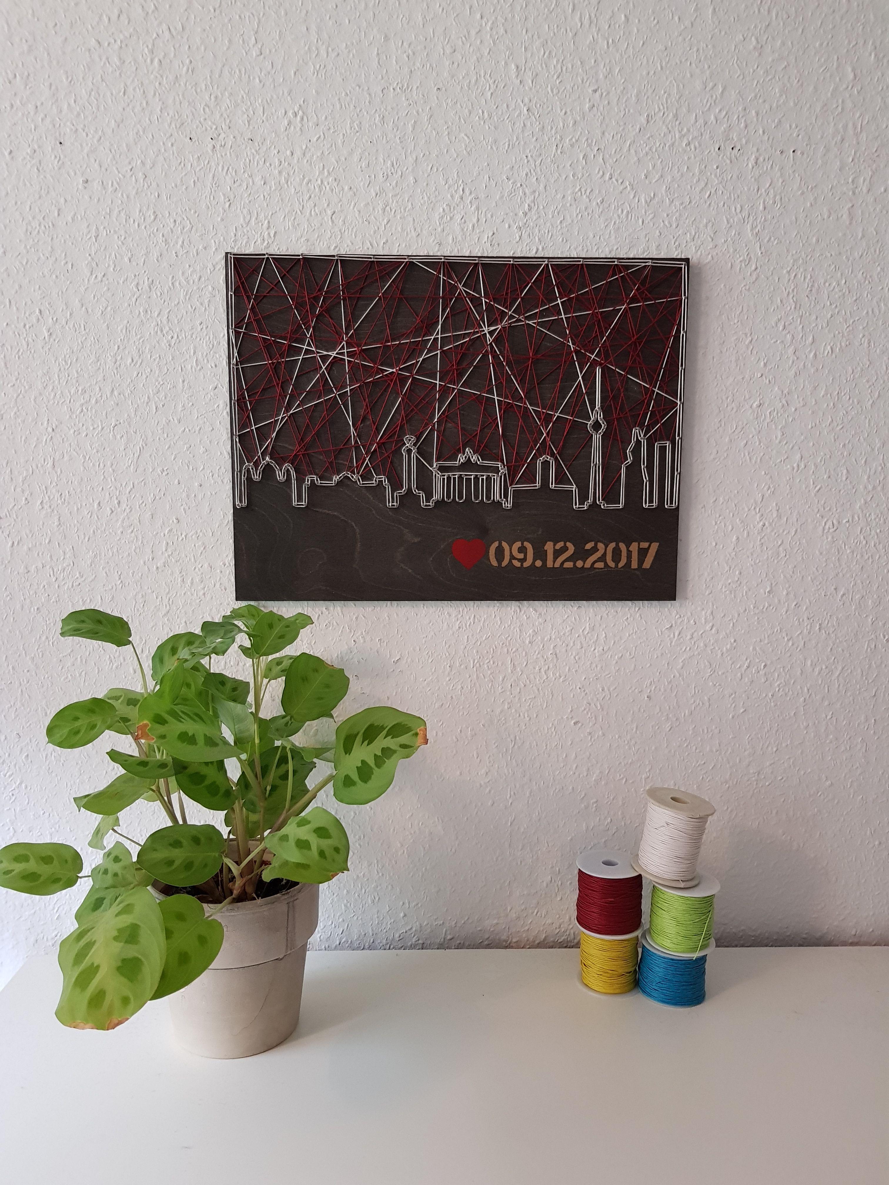 Stringart / Fadenbild der Skyline der Stadt Berlin mit Hochzeitsdatum - Hochzeitsgeschenk - handmade by schnuerstueck