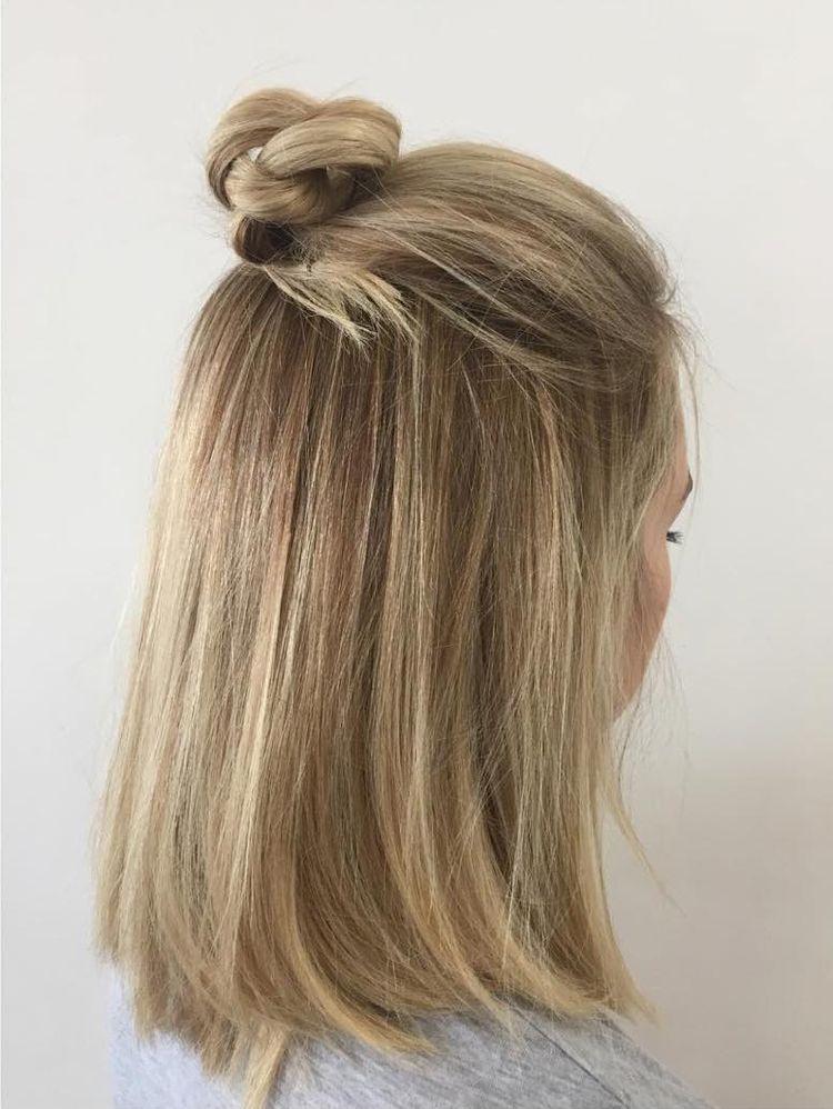 Neue Frisurentrends Fur Frauen Und Manner Half Bun Frisur Neueste Frisuren Haarschonheit Haar Schonheit Frisuren 2018