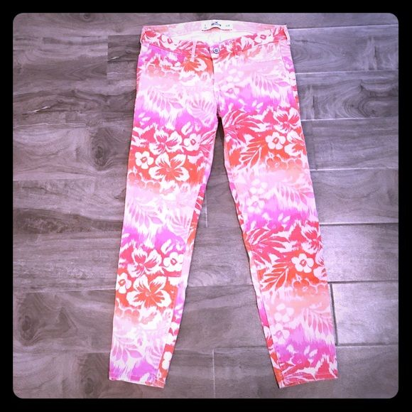HOLLISTER Tropical Skinny Ankle Jeans size 7 Excellent condition! Gorgeous tropical print jeans by Hollister. Size 7 (or waist 28). Hollister Jeans Skinny