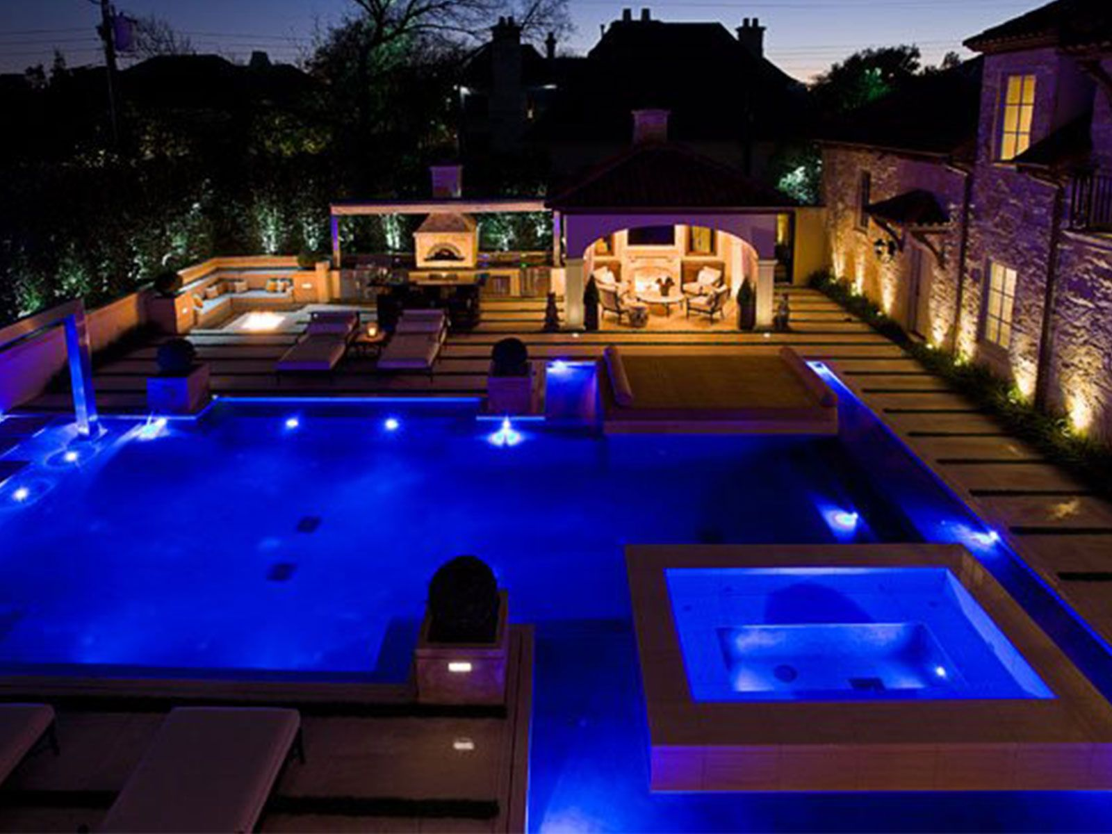 dazzling ideas of modern swimming pool designs presenting large pool with small lighting and white lounge