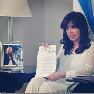 """A mi no me van a extorsionar, no me van a intimidar. Que digan lo que quieran, no les tengo miedo..."" @cfkargentina"
