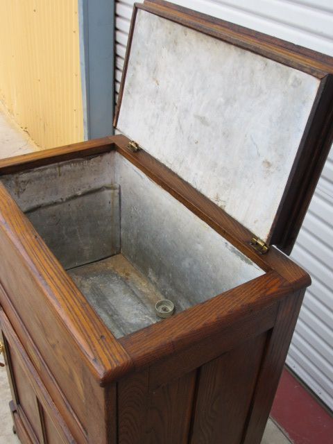 This is a charming original American antique ice box that is made out of oak and dates from The American antique refrigerator is tall wide 17 deep. & Top compartment in old ice box | Refrigerator Kegerator Keezer ... Aboutintivar.Com