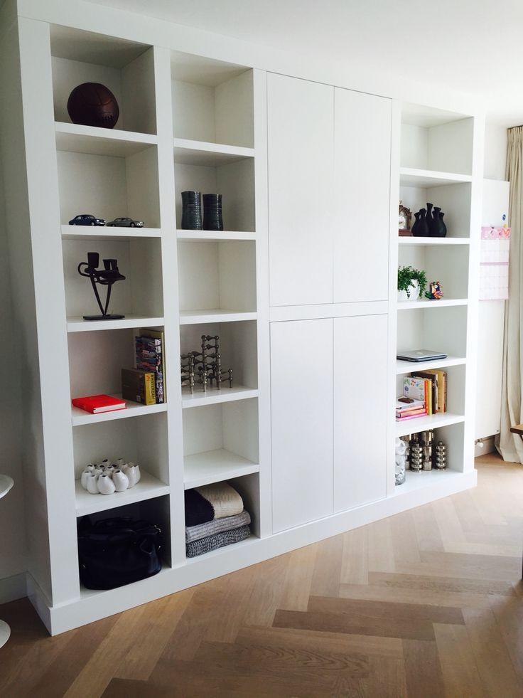moderne boekenkast op maat als alternatieve room divider tussen de