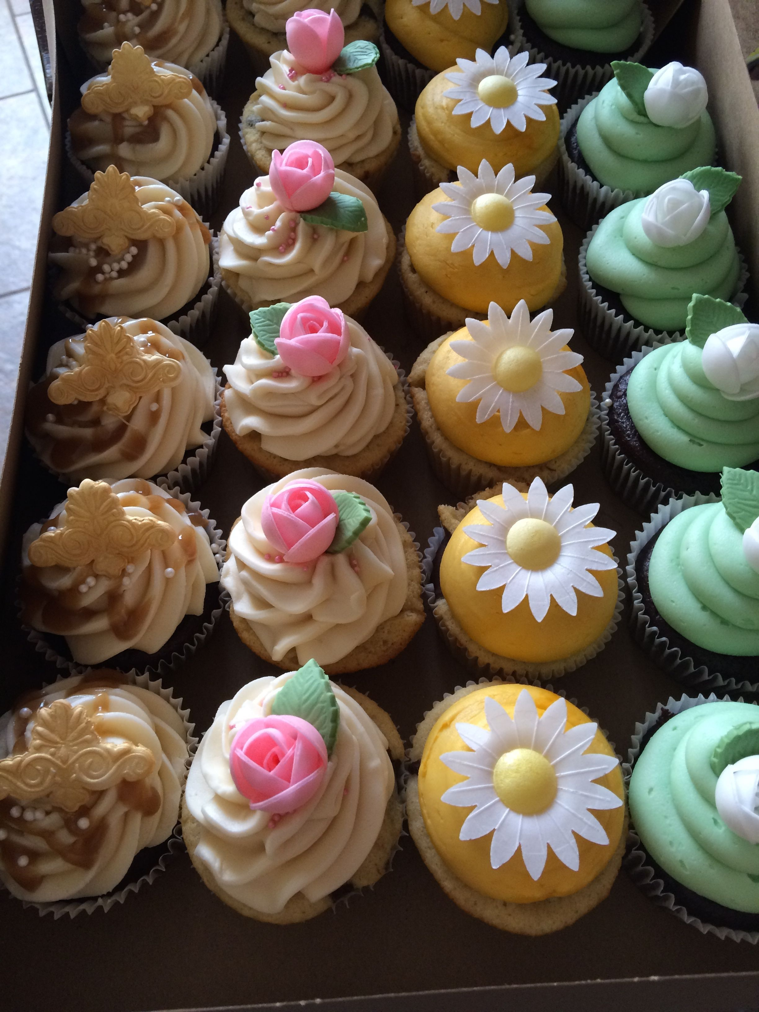 Beautiful flower cupcakes tansy cakes bakery pinterest flower beautiful flower cupcakes izmirmasajfo