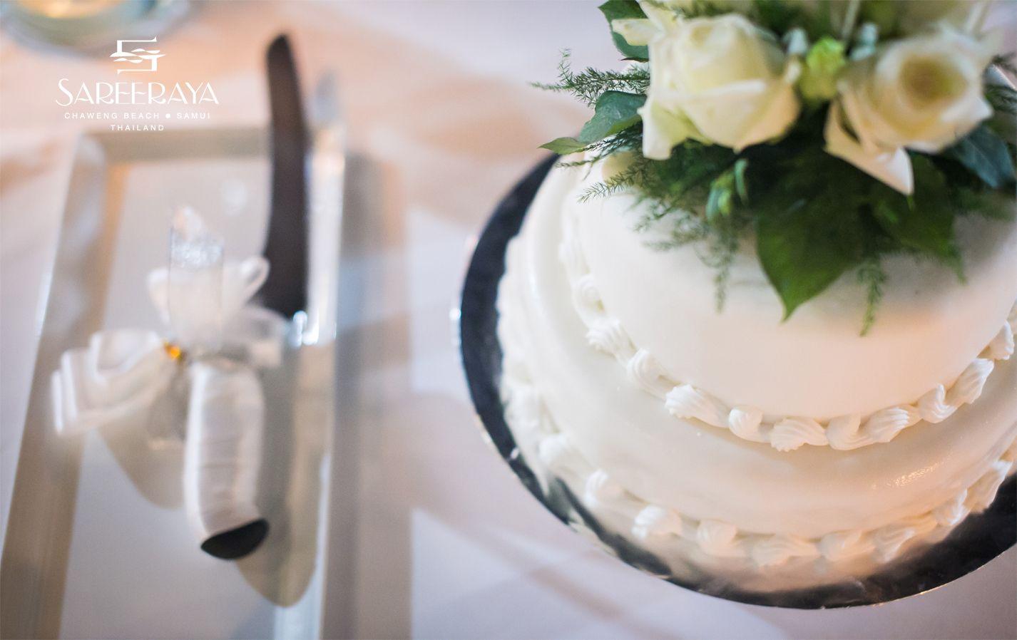 Two tier chocolate cake with white roses on top. | Sareeraya ...