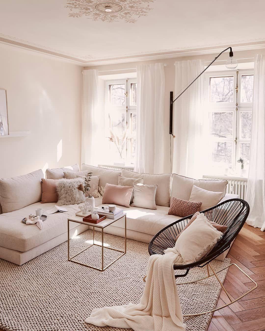 De Woonkamer Is Waarschijnlijk De Plaats Waar We Het Grootste Deel Van Onze Tijd Doorbren Chic Living Room Decor Contemporary Chic Living Room Chic Living Room