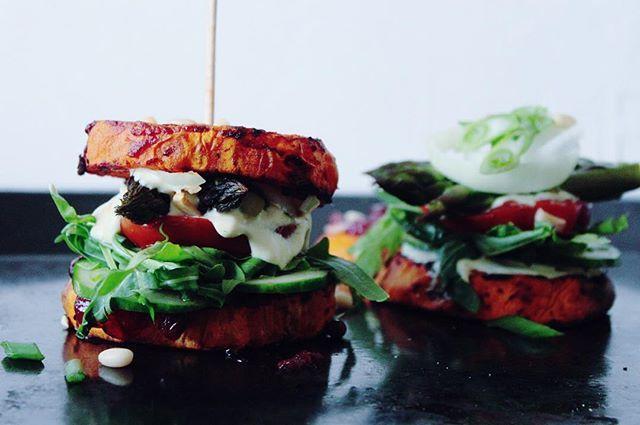 Spargel-Süßkartoffel-Burger // Weitere Rezepte gibt's hier: http://bzfd.it/16leckereSpargelRezepte