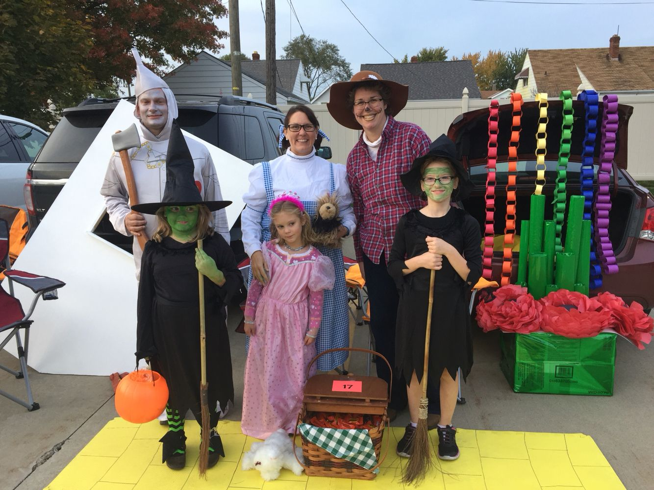 Wizard of Oz Trunk or treat Trunk or treat ideas Pinterest Diy - Wizard Of Oz Halloween Decorations