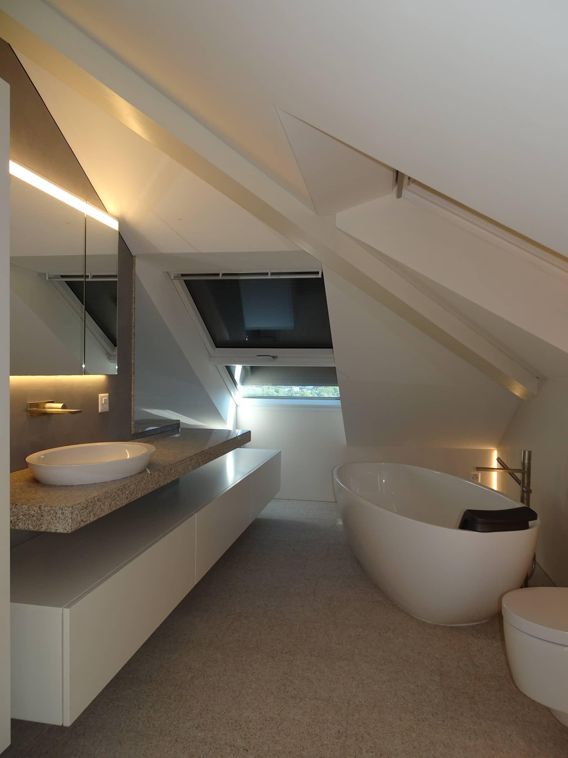 Dachausbau mit badezimmer und schlafzimmer: badezimmer von adriano@kraenzlin.com,modern #beautifularchitecture
