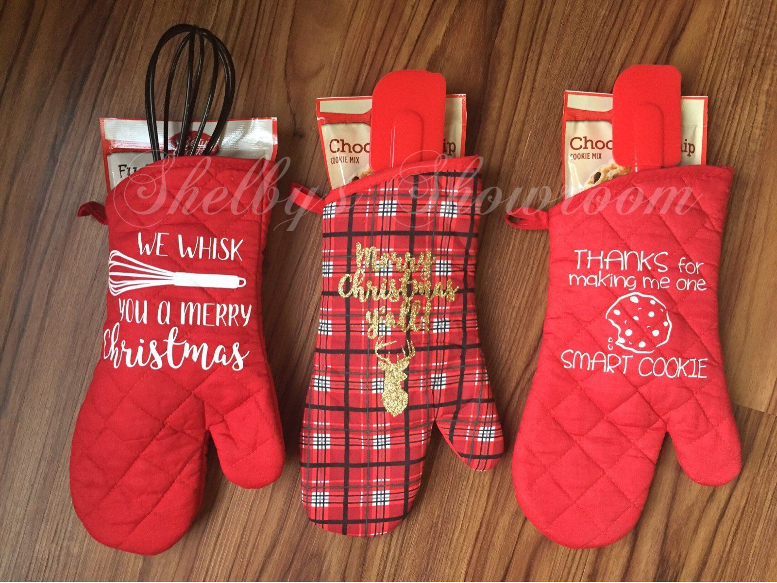 So Easy Christmas Gift Just A Dollar Each At Dollar Tree Oven Mitts And Cook Pinterest Christmas Gifts Diy Christmas Gifts