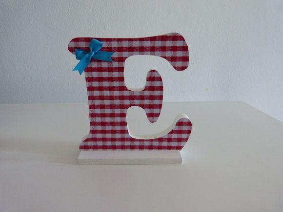 Letra decorativa com 15 cm de altura, madeira MDF.