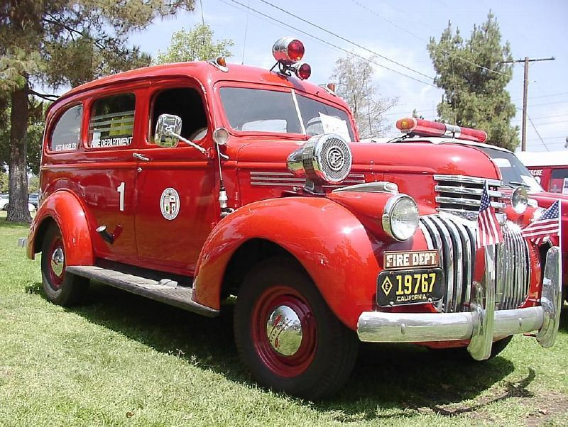 vintage los angeles fire department ambulance possibly a 1950 chevy vintage fire engines. Black Bedroom Furniture Sets. Home Design Ideas
