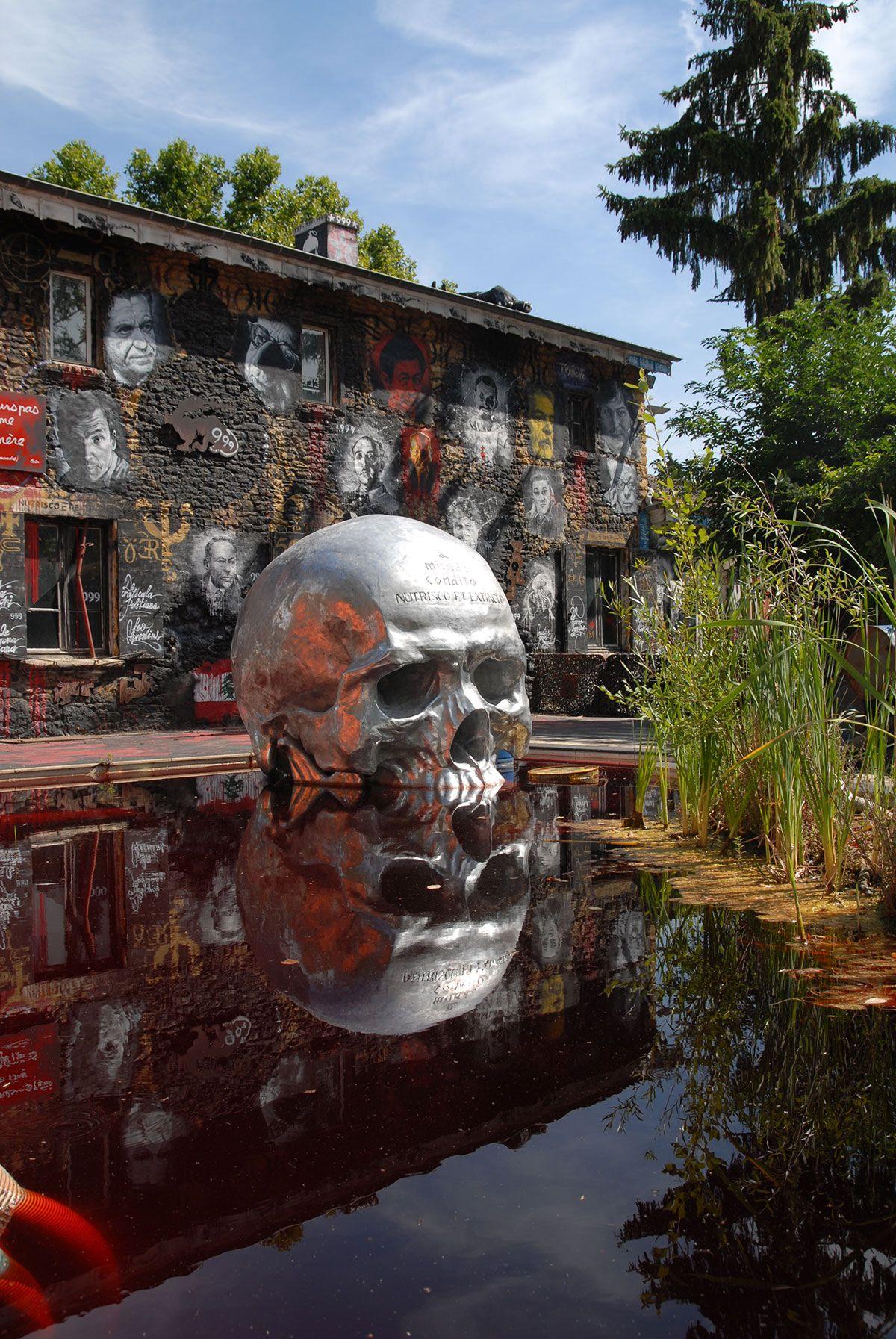 27 sculptures colossales de la demeure du chaos qui vont