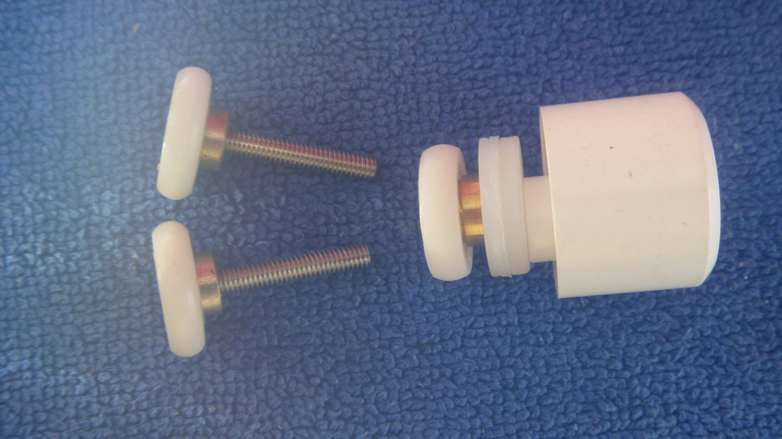 this is a 19.00mm repair kit for Manhattan M3 shower enclosures ...