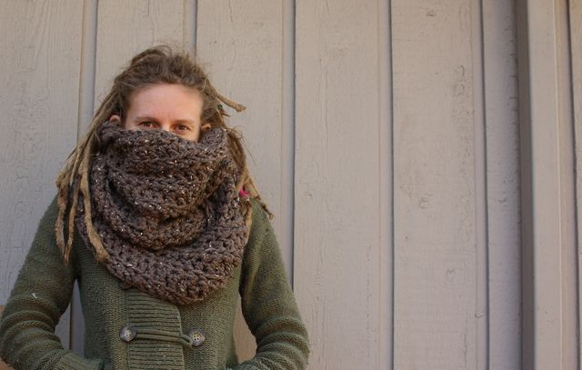 The Chunky Friendship Infinity Cowl: free pattern