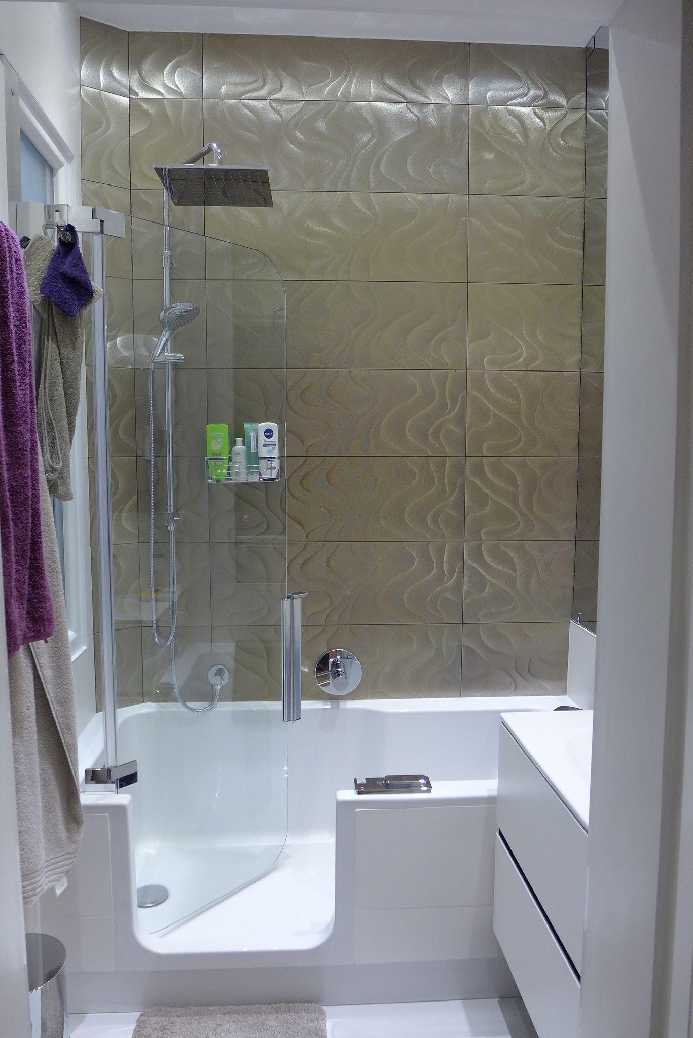 Artweger bad/douche met rainshower; vloerverwarming; rechts een ...
