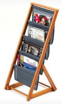 Der Zeitungsständer mit massivem Buchenholzgestell zum Sammeln und Aufbewahren von Zeitungen und Zeitschriften.